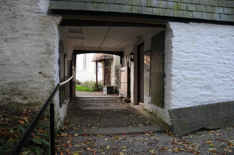 st-clement-passageway-reverse